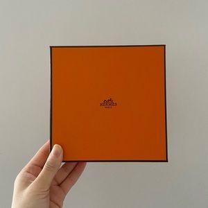 Hermès box only